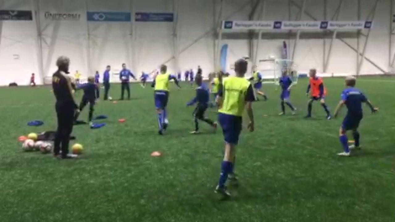 Stig Johansen trener Sprint-spillere i SKS Arena