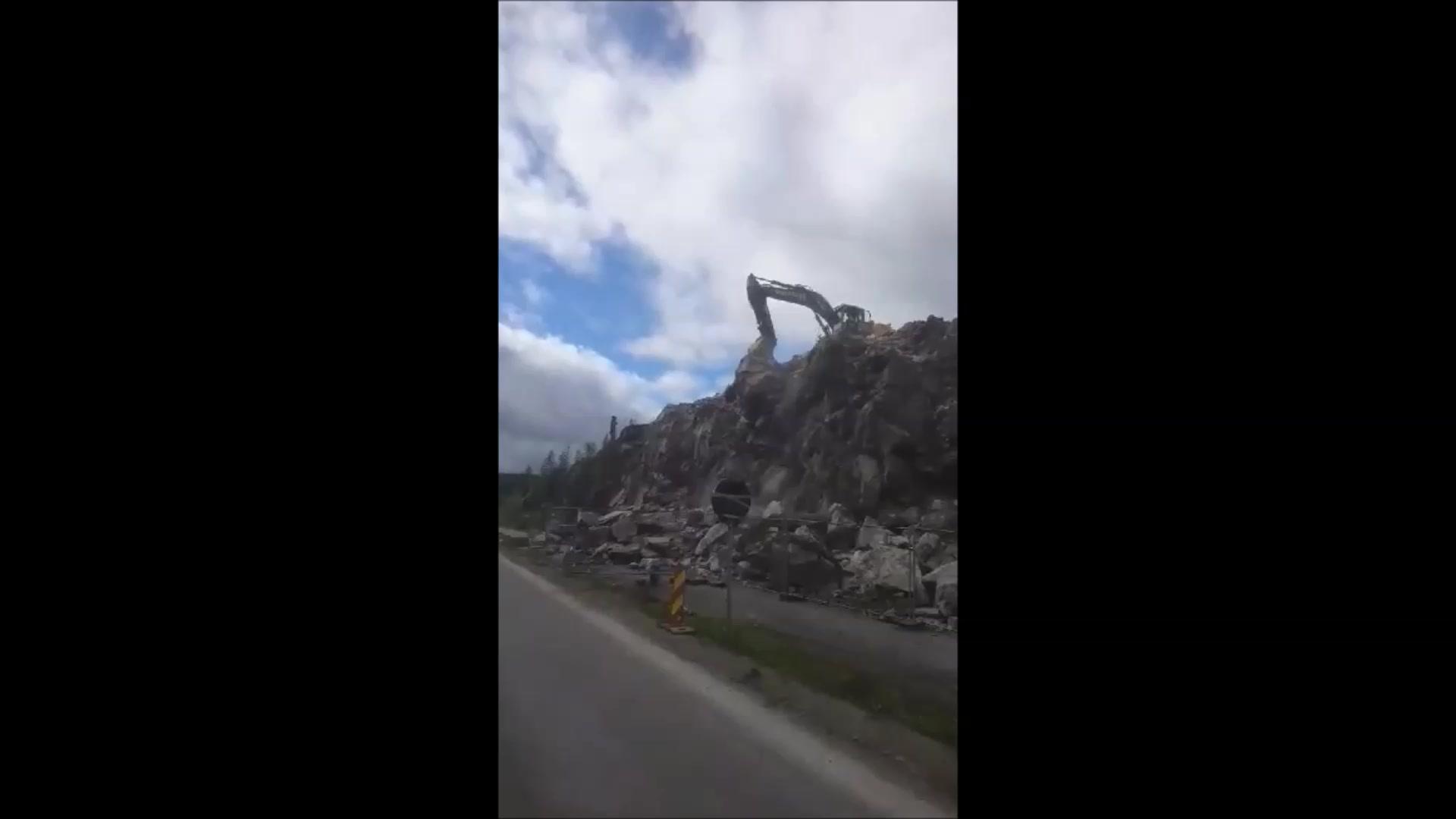Stor stein faller ned.