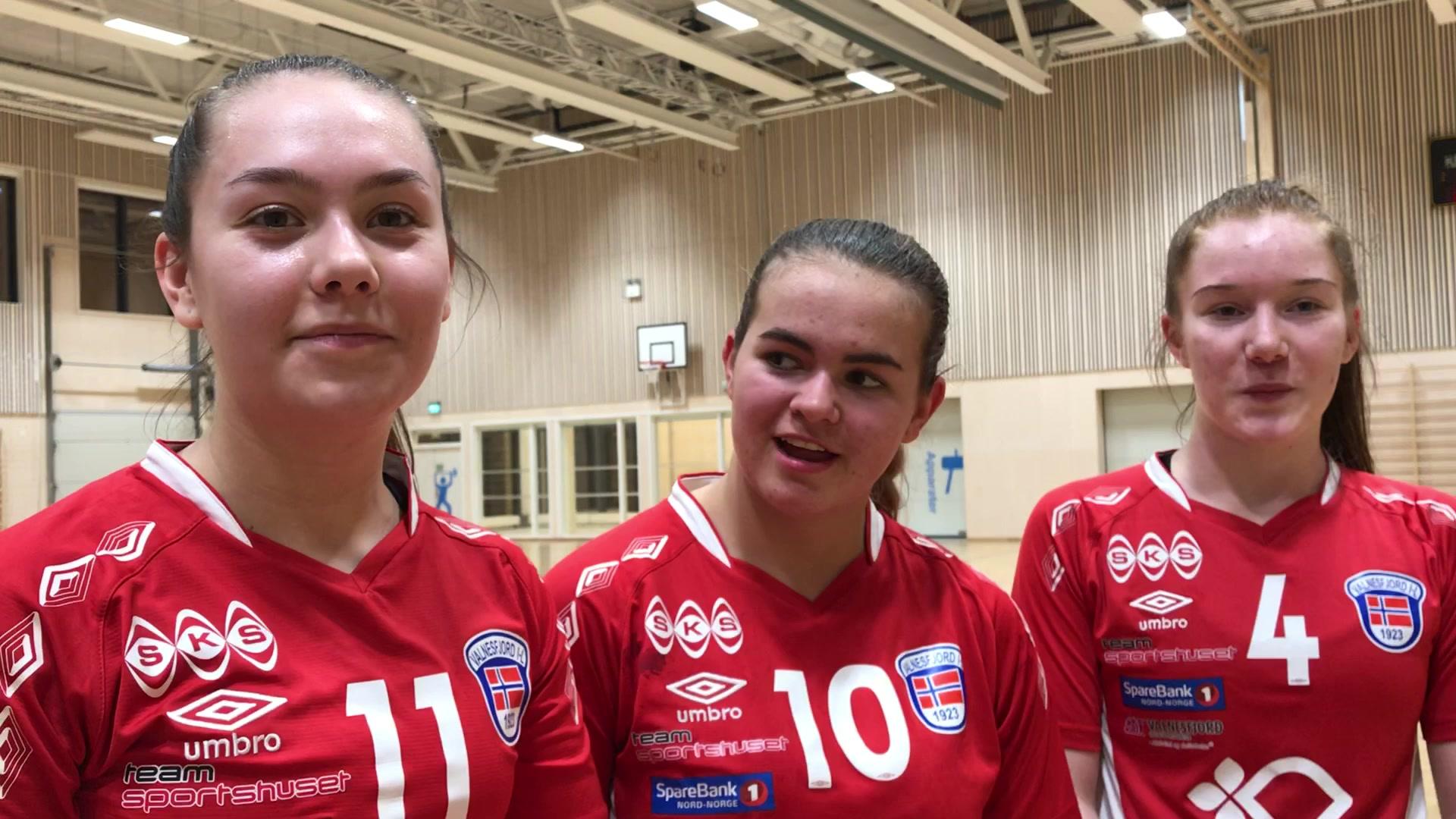 Glade jenter etter seier