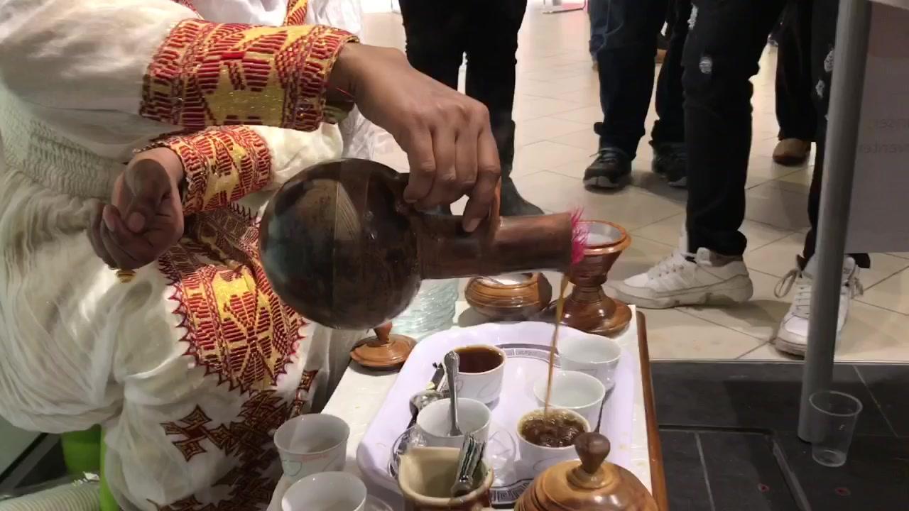 Mange prutet på kaffe og mat på Amfi