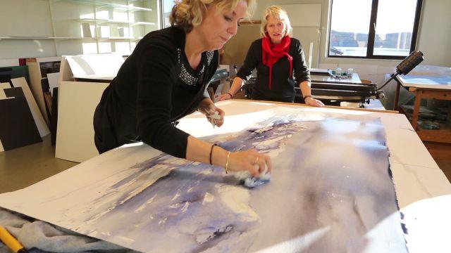 Jobber med stort akvarell-bilde