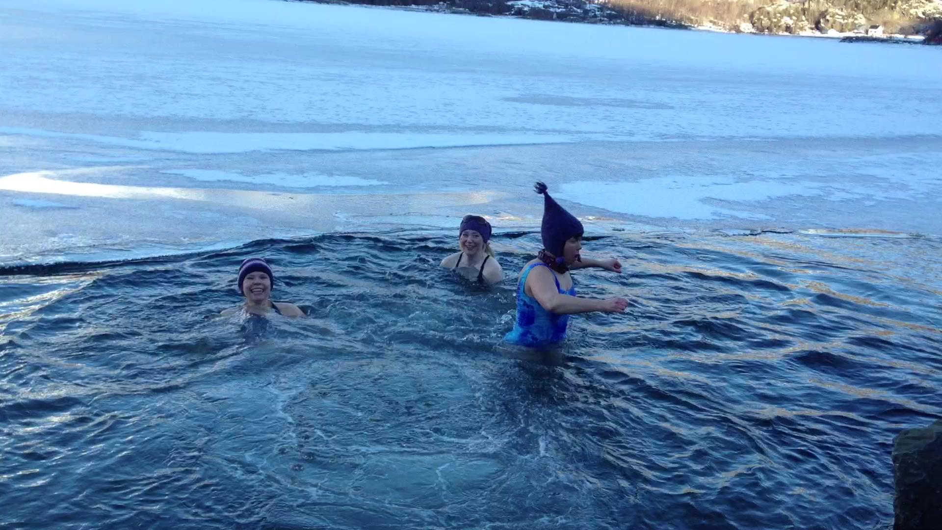 Isbading i Sørfjorden