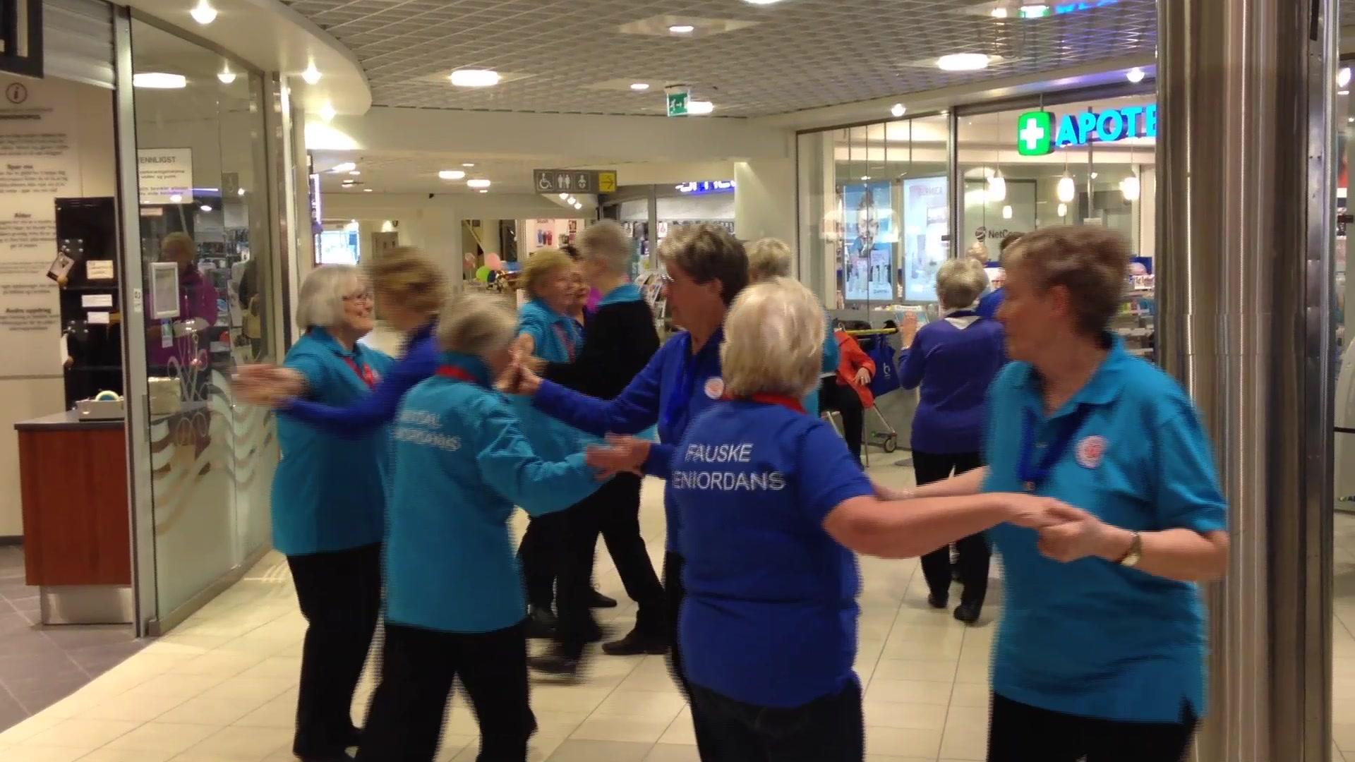 Seniorene danset på Amfi